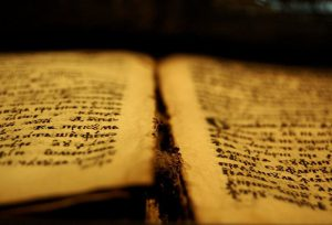 Шуменец прави уникален препис на Новия завет